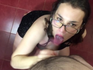 Servi Porno Amateur Passionate, hot, deep blowjob, ending on the face, from a hot mom