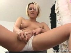 Dirty talking horny Brit Jessica Lloyd