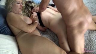 lesbain squirting orgy