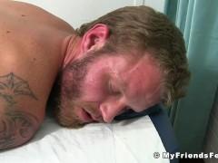 Inked jock Shawn Reeve by balding homosexual masseur