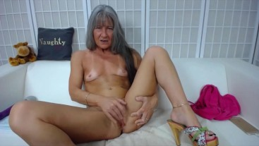 Slutty granny Leilani with grey hair n hungry creamy cunt