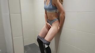 Gym girl bathroom fit in a masturbates solo play