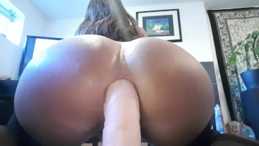 Juicy lips and booty sucking n riding