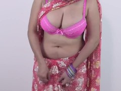 Hot SEXY GIRLS BOOBS DOWNBLOUSE AND BOOBS CLEAVAGE in SAREE