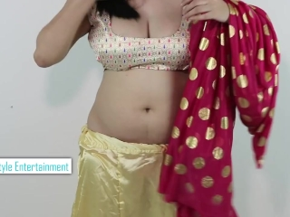 Hot GIRLS SEXY BOOBS CLEAVAGE in Wearing SAREE