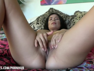 Karmen Santana fingers her pussy to climax