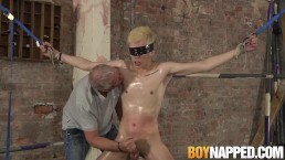 Blindfolded Alexis Tivoli oiled up and stroked off