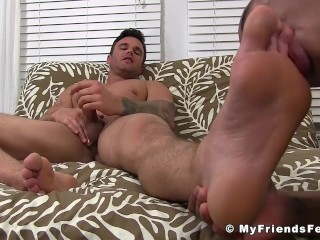 Inked hunk Beau Reed strokes during IR toe licking