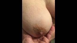 Lindos par de seios depois do banho