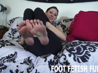 feet worshiping and femdom foot porn videos