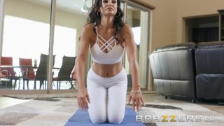 BRAZZERS - Our Queen Is Back - Lisa Ann in her first Anal scene in 3 years Big young