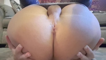 Squishy thick booty farting