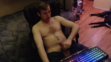 Shirtless canadian dude jerks off on cam, uncut dick, no cum