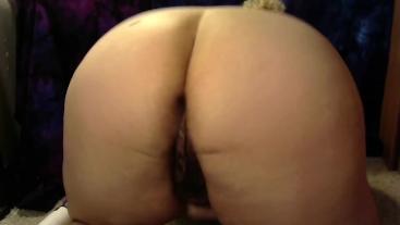 Fat ass bbw juggles and shakes her ass