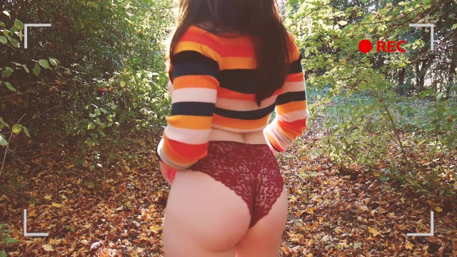 Swimsuit hipster bottom - Plein air - copine hipster prend son pied dans les bois.