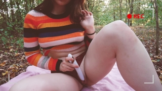 OUTDOOR - Hipster gf gets off in the woods. porno