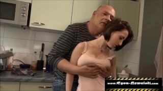 Nagy Cicis Szexi Tini Lányt Részeg Apja Dugja A Konyhában