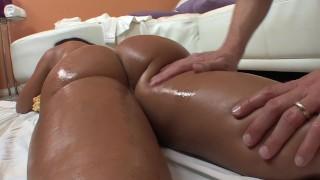 Quueen Milf Lisa Ann massage fuck