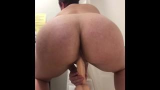 Sites de filmes pornôs gratuitos - Dildo Ride Saltando Minha Bunda No Meu Vibrador Antes E Depois Do Meu Banho