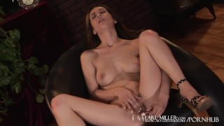 Sex Addict Mia Fucks Her Delicious Pussy!