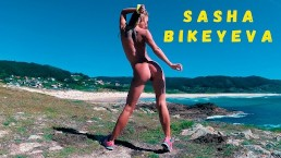Naked Russian girl Sasha Bikeyeva dancing on the shore of the ocean 4k