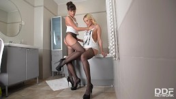 Wet pantyhose babes Lindsey Olsen & Cindy have orgasms while sucking toes