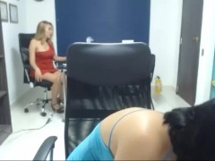 Martinasmith y su amiga divirtiéndose en la oficina | Recorded Cam Show
