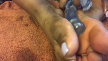 SEXFEENE PLEASURES HER PRETTY OILED FEET WITH HER SPECIAL LIGHTUP DILDO