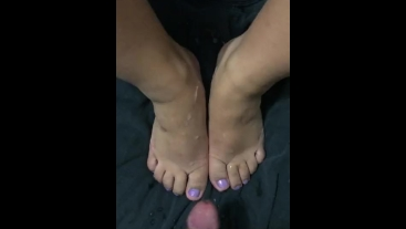 Huge cum shot all over Latina's small feet!