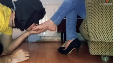 Pleasure of foot worship and sucking toes