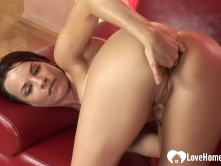 Mom Naughty Xxx Sexy white babe tries out some chocolate meat