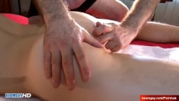 4 hands ass massage to a sexy innocent str8 delivery guy !