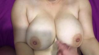 Kostenlose Porno-Videos - Sperma Auf Meine Frau Große Titten Erstaunliche Titten Sperma Handjob