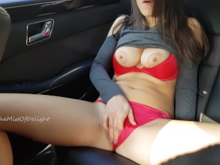 Sexy Girl wasnt caught while she masturbating on the backseat of car.4K