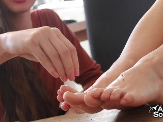 Two Girls Sprinkle And Suck Their Feet ft. Zina Berlin