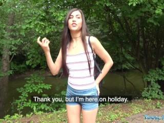 Nadržaná turistka si to užila v súkromnom lesíku