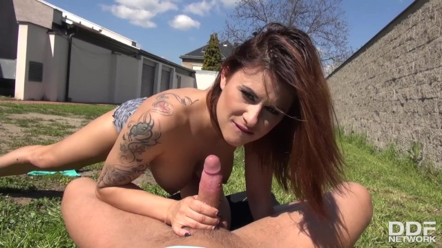 Secret backyard cock sucking gives tattooed Billie Star shivers of pleasure
