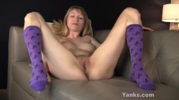Yanks Verronica's Pretty Pussy Play