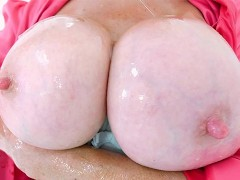 Lady Sonia rubs her nipples with ice cubes