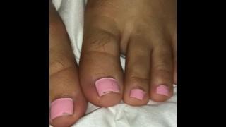 色情电影 - Cute Latina Showing Her Cute Feet While Getting Fucked