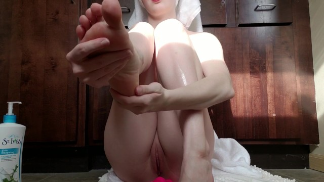 Tit rubing Rubing lotion on tits, ass and feet