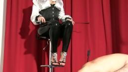 Adoring Mistress Luna's feet