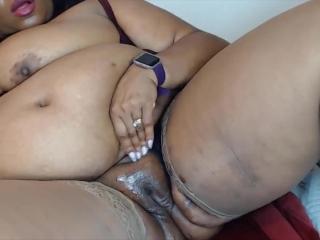 Ebony BBW housewife Josie with big booty for your pleasure