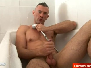 Army dude gets filmed wanking his big cock in a shower !