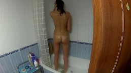 SPYING MY STEPSISTER WHILE TOUCHING IN THE BATHTUB 3