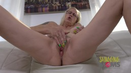 Sexy MILF invites you to watch her fuck herself with her talented fingers