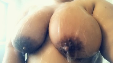 Teen snapchats her breasts in the shower