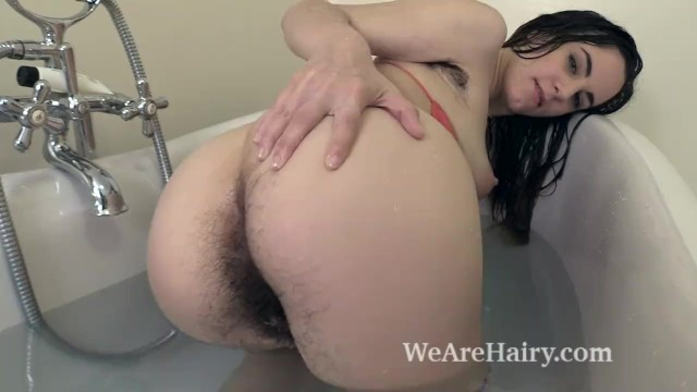 Arms female hairy star Aragne takes a sexy bath and looks amazing