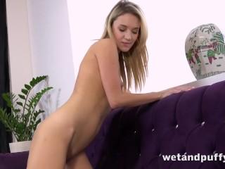 HOT Orgasm – Flexbile Czech Girl Fucks Her Pussy