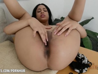 Amethyst Banks fingers her juicy cunt for you